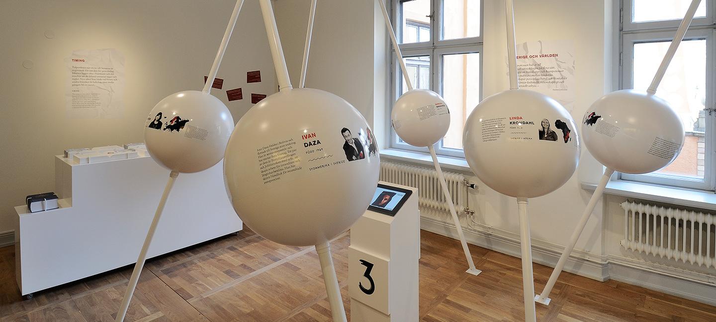 Plastbollar i vitt med olika entreprenörsporträtt